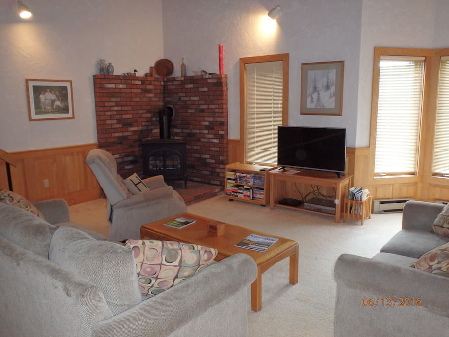 Great Room, Cable TV and Gas Stove