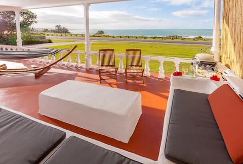 Absolute Beachfront Getaway - Private Home at 'Seascape' Minnie Water
