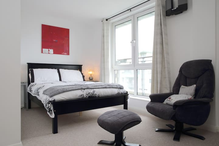 Large Double Room -Leith Penthouse
