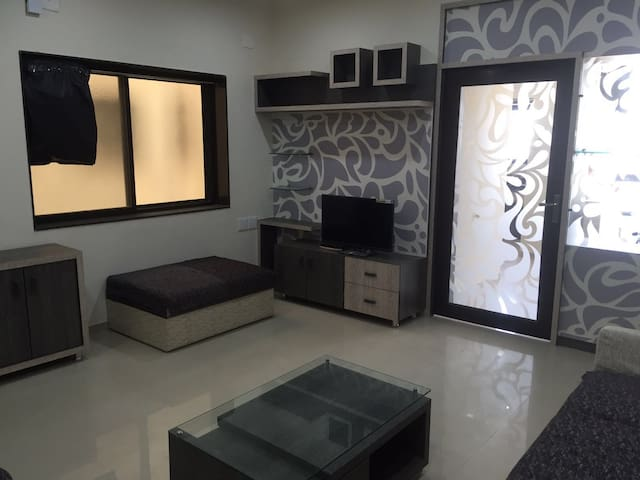 2 Bed Western Modern Flat - Anand - Apartament