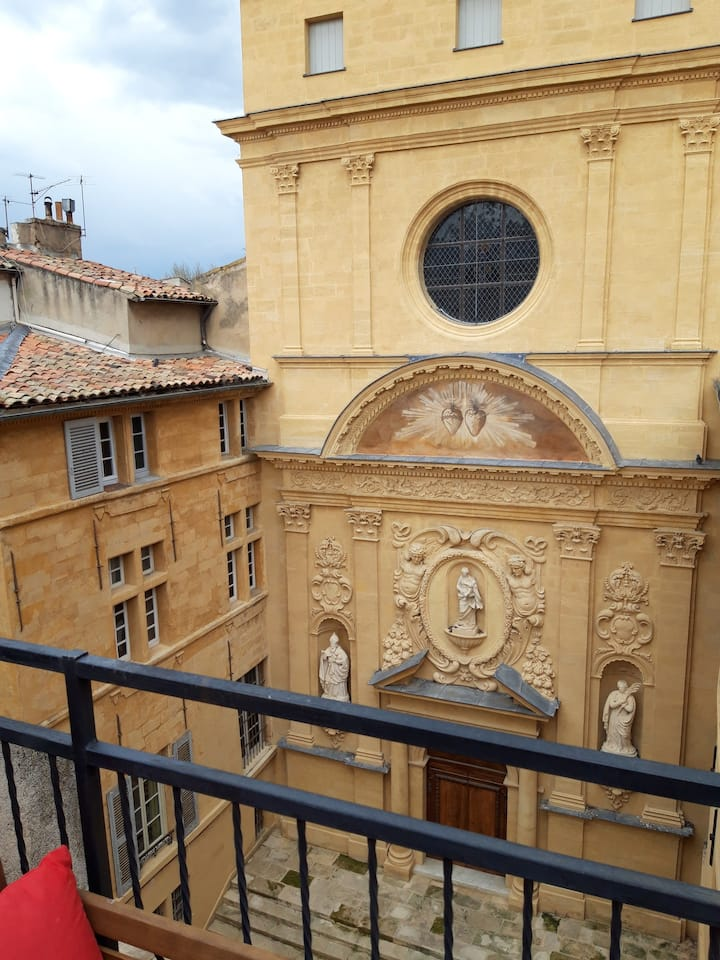 Charming flat with terrace heart of Aix