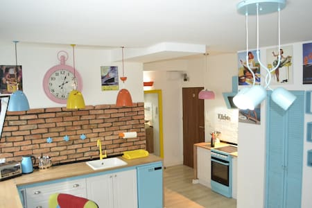 Apartment COLORSArt & GARAGE - Estetino - Apartamento