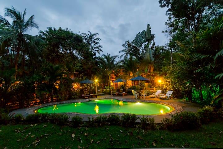 Poolside Triple Suites inside a Boutique Resort - Pavones - Boutique hotel