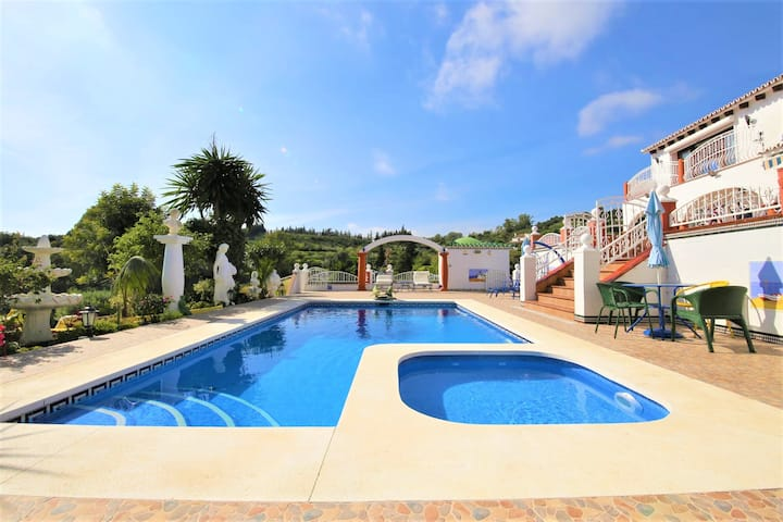 Estepona North Family Villa CORTIJO