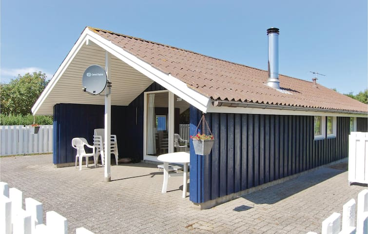 Holiday cottage with 3 bedrooms on 68 m² in Juelsminde