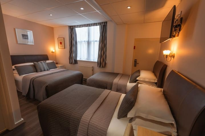 -25%OFF 4ppl private rm 7mins to Buckingham Palace