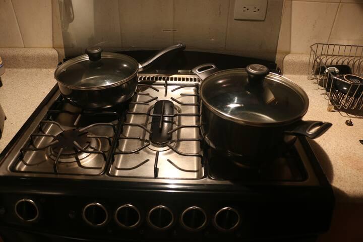 Estufa y cocina amplia