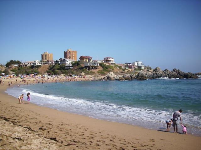 Cabaña en  Isla Negra    +56972915134 +5699057110