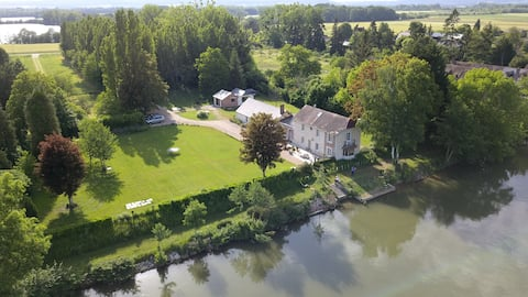 Beautiful property on the banks of the Seine river