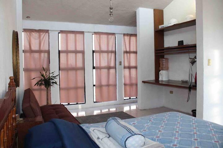 Bonita habitación privada para viajeros o parejas