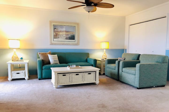 Oceanside Top Floor Condo With 2 Parking Spots!