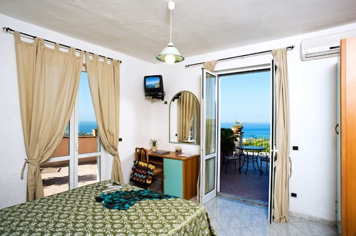 Romantic Double with  Sea View - Forio - Bed & Breakfast