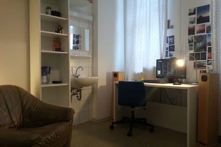 A cosy room in Tiergarten - Berlin - Dorm