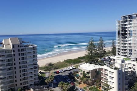 Broadbeach / Surfers 2 Bedroom Oceanview Apartment