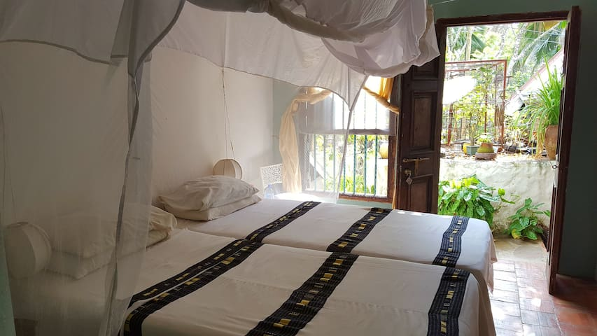 Ensuite room on beach property with pool - Diani Beach - Apartment
