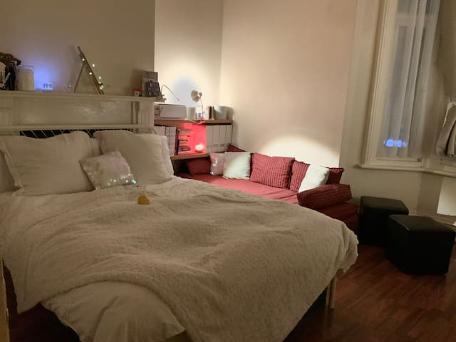Large double bedroom - Central London