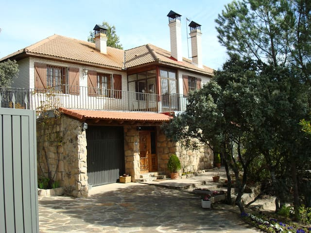 Chalet independiente Torrelodones con piscina
