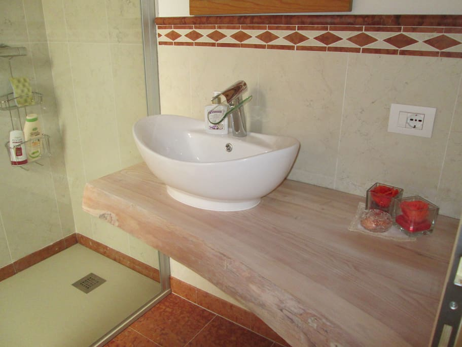 bathroom in common use with other room on the floor