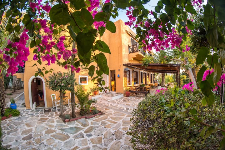 Traditional, romantic and awarded B&B