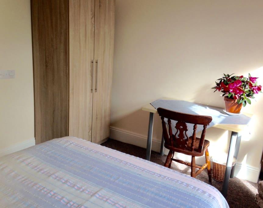 """Good size room c.13'4""""(341cm) x 15'4"""" (391cm)"""