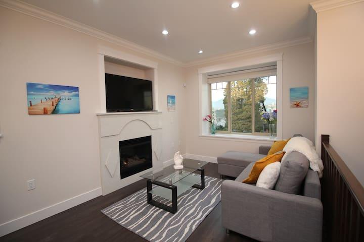 BRAND NEW HOUSE W/MODERN DECOR