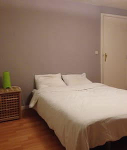 Cosy room in Mortsel, close to the city of Antwerp - Mortsel - บ้าน