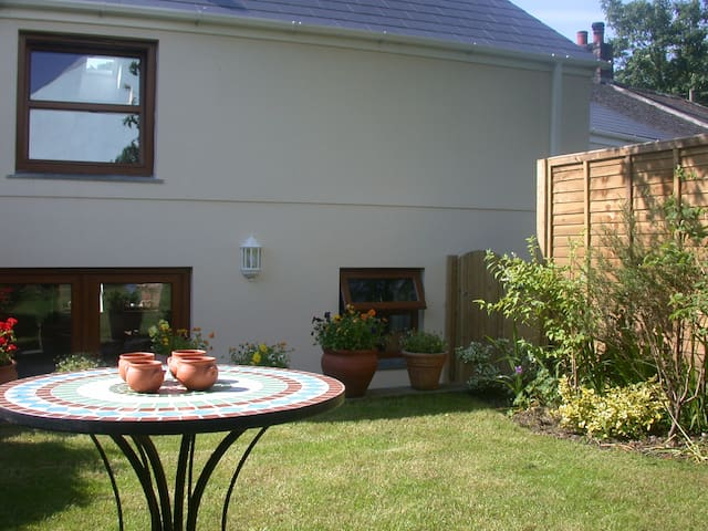 The Annexe, Grove Cottage- great prices!