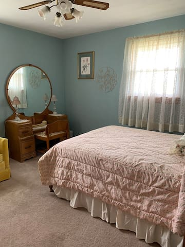 Second bedroom with full bed.