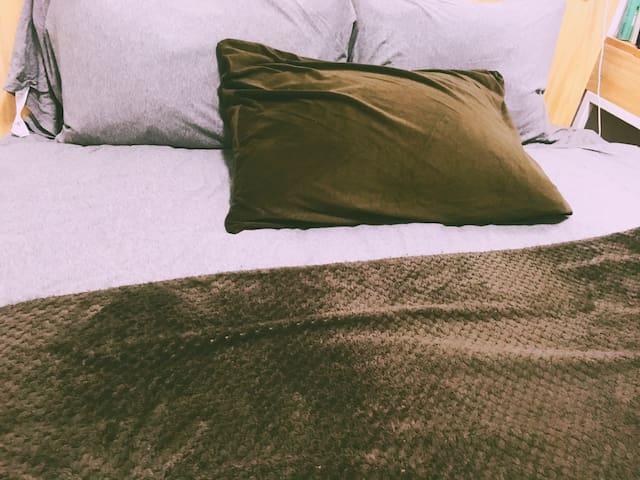 无印良品,舒适,简洁,干净,温馨的房间,紧靠2号线,高科技术园内。 - 上海 - Pis