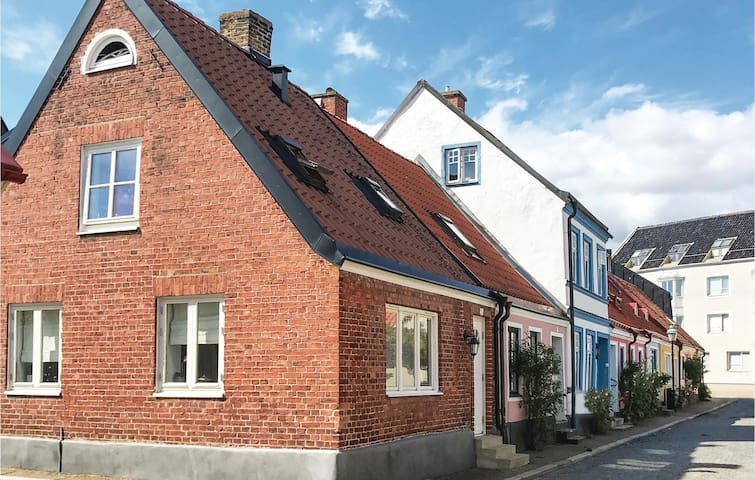 Semi-Detached with 1 bedroom on 65m² in Ystad