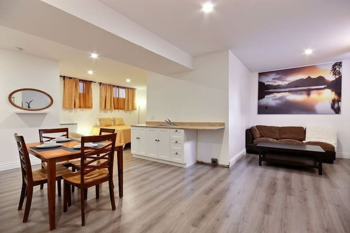 Cozy apartment near subway and groceries!