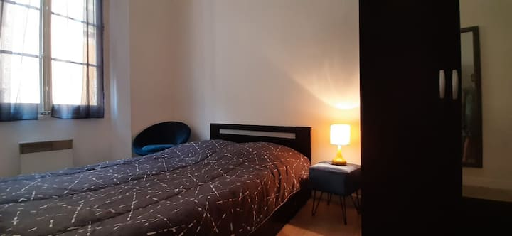 A  Private bedroom  in the heart of the old town