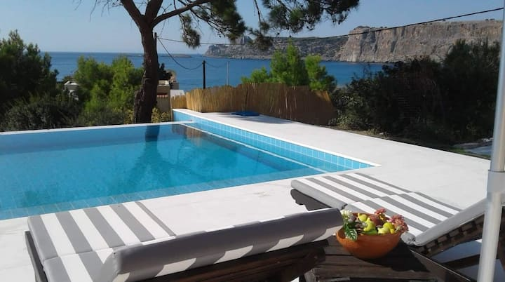 Sea view Villa with 5 bedrooms and a swimming pool