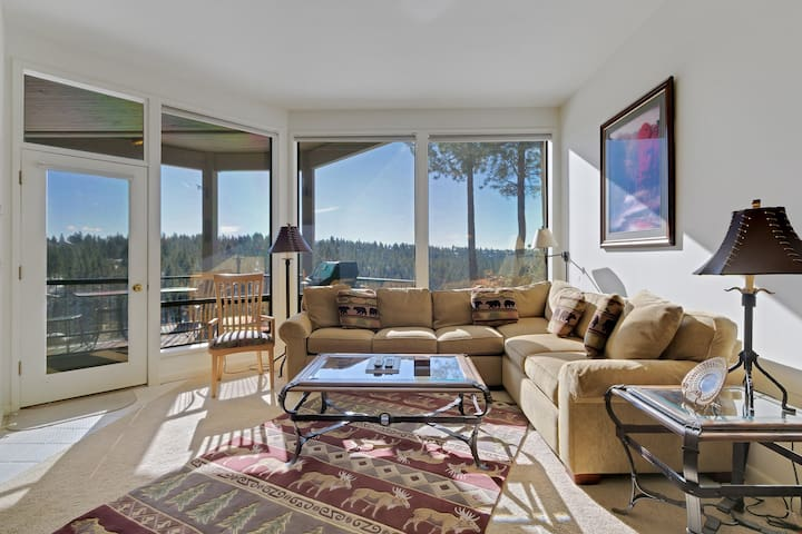 River Ridge 514AB - Enjoy Soaring Deschutes River Views from this Beautifully Appointed Two-Bedroom Mt. Bachelor Village Resort Condo!