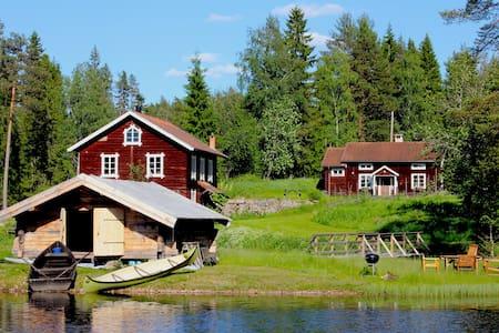 Stuga med sjötomt inkl. båt och bastu/badtunna m.m - Rättvik V