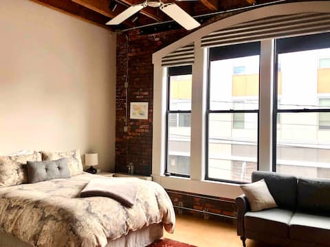 Sunny Arts Dist. Studio- Queen Bed & FREE Parking