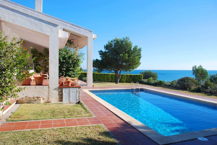 Villa Mestra Overlooking The Sea