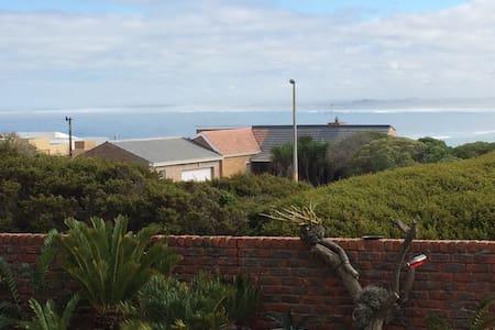 #Dlyfhoudt cottage - Yzerfontein