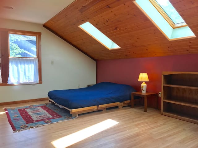 Studio Loft for People, Pets & Yoga