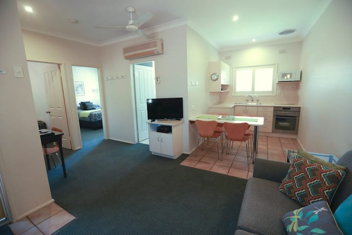 2 Bedroom Apartment E Country Apartments