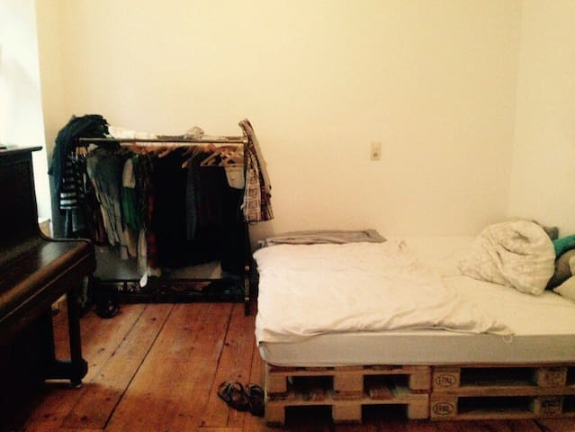 Big room (2x2m bed), only 15min to Octoberfest - München - Wohnung