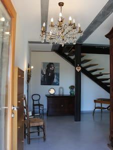 Chambre sous les toits, dans bastide rénovée - Saint-Maximin-la-Sainte-Baume - Hus