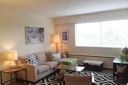 South Granville 1 BD + Den Apartment - Vancouver - Appartamento