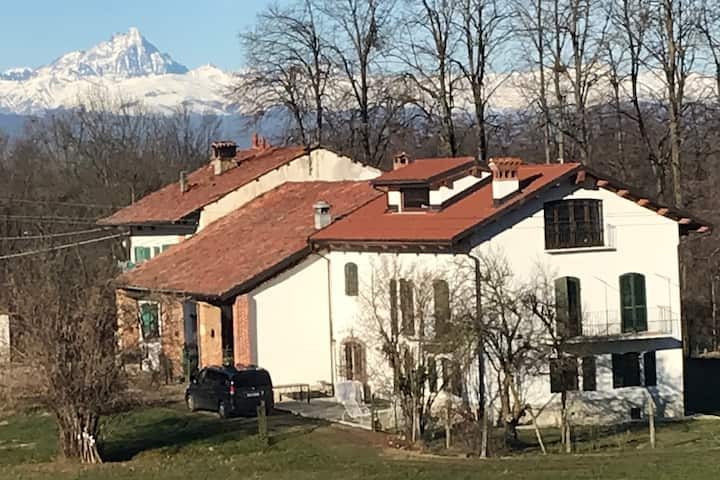 "Enchanting  1700 farmhouse, Cascina ""La Distrutta"""