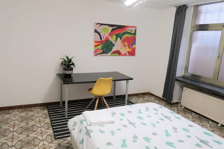 !Spacious private bedroom in Saint Gilles! vii