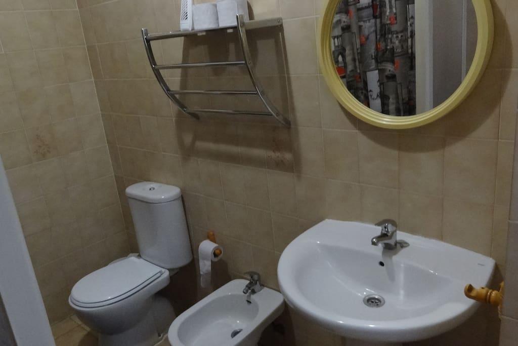 Baño comunitario/Community bathroom