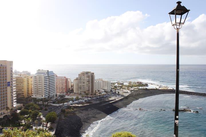 Increibles vistas desde la terraza/balcón a parte del Puerto de la Cruz