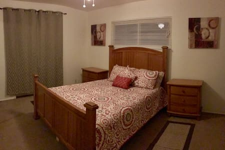 Private room w/ private bath; Queen size bed - Santa Barbara - Ev