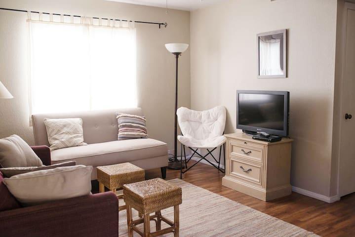 Cozy Condo Great Location!