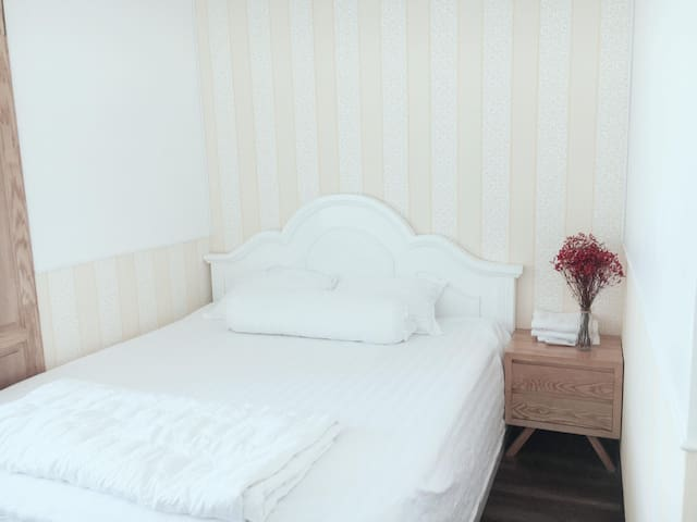 Big Bed 1.8x2m & Nice Cushion